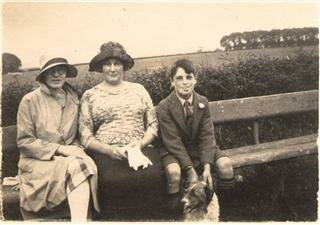 Ivy Langton left (others are Ivys mother and Walter)